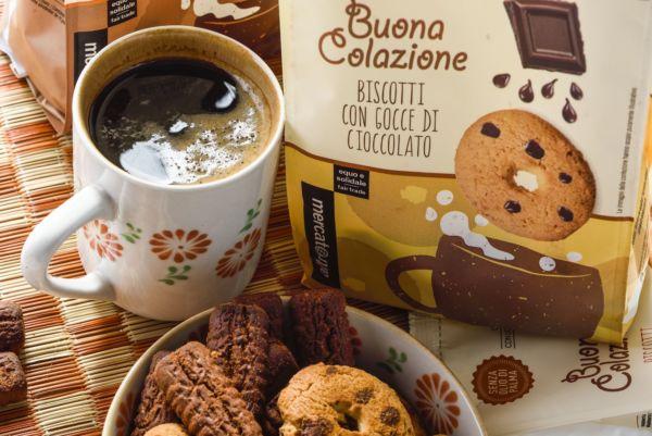 Caffè e biscotti, per una colazione equa e solidale
